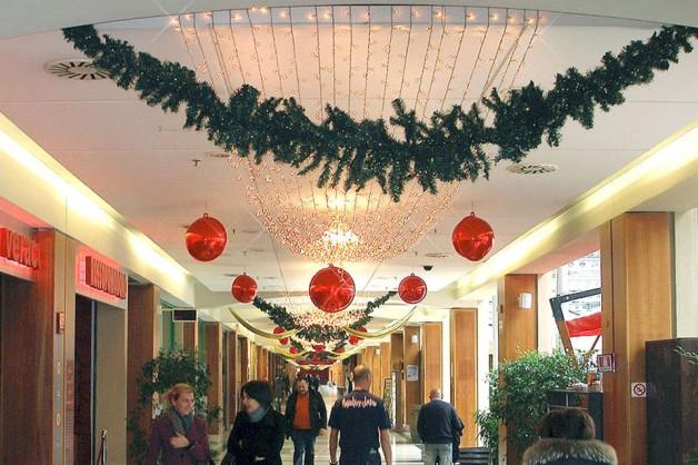 Decorazioni interni centri commerciali 07