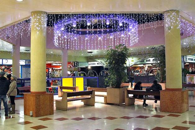 Decorazioni interni centri commerciali 11