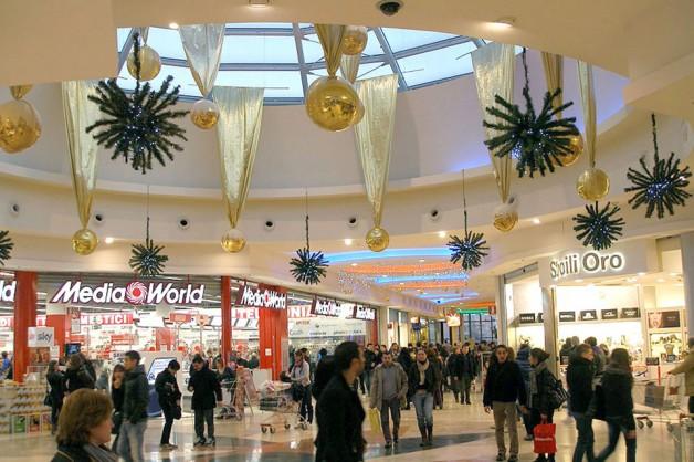 Decorazioni interni centri commerciali 13
