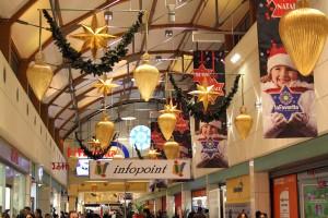 Realizzazione decorazioni natalizie centro commercial La Favorita